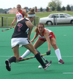 Ellen Colbourne dodges a Boston University defender in 2014